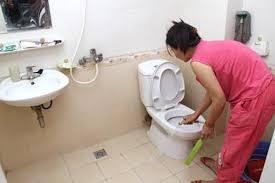 dọn nhà vệ sinh